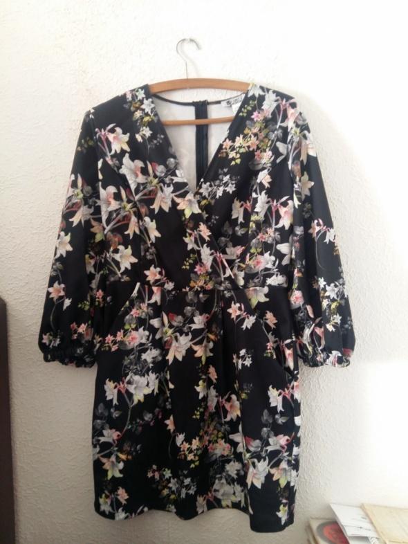 Sukienka w kwiaty L 40
