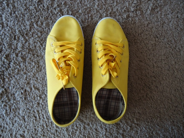 Żółte trampki...