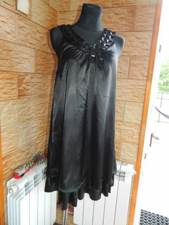 B young luźna czarna sukienka roz L
