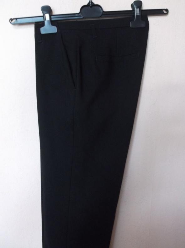 Czarne spodnie cygaretki Ren Tex 36