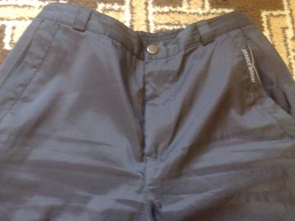 czarne sportowe spodnie