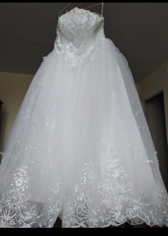 Śliczna suknia ślubna 40