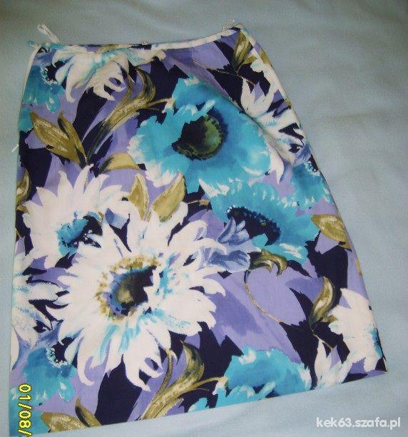 Śliczna spódnica w kwiaty rozm 38 40