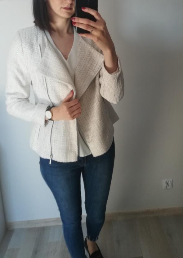 Beżowa kurtka marki Balsamik
