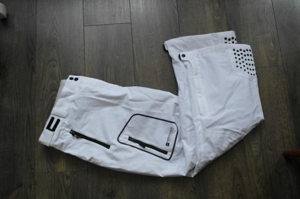Białe nowe spodnie narciarskie 48