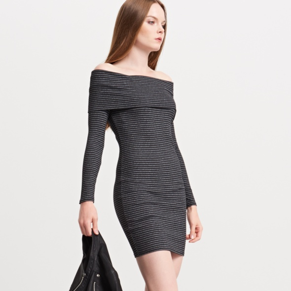 Sukienka prążkowana sweterkowa dzianiny Reserved...