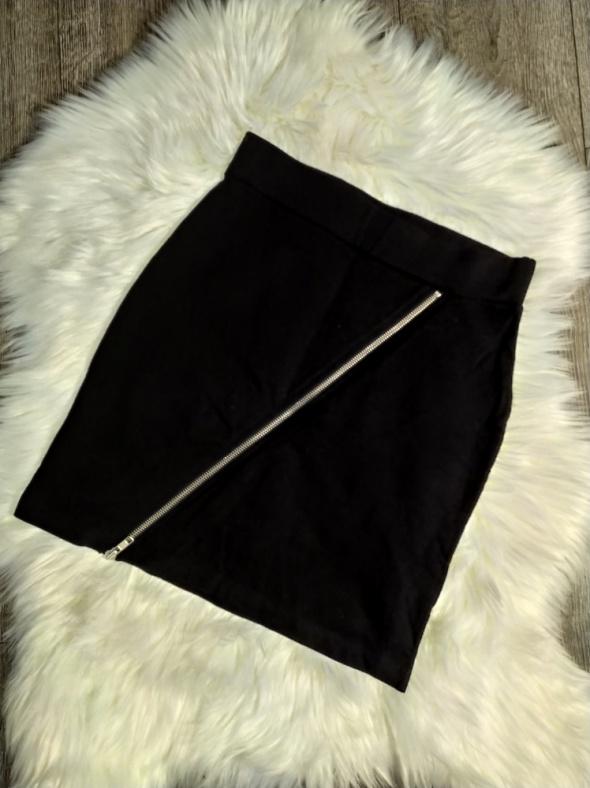 Spódniczka czarna z zamkiem po skosie rozmiar S