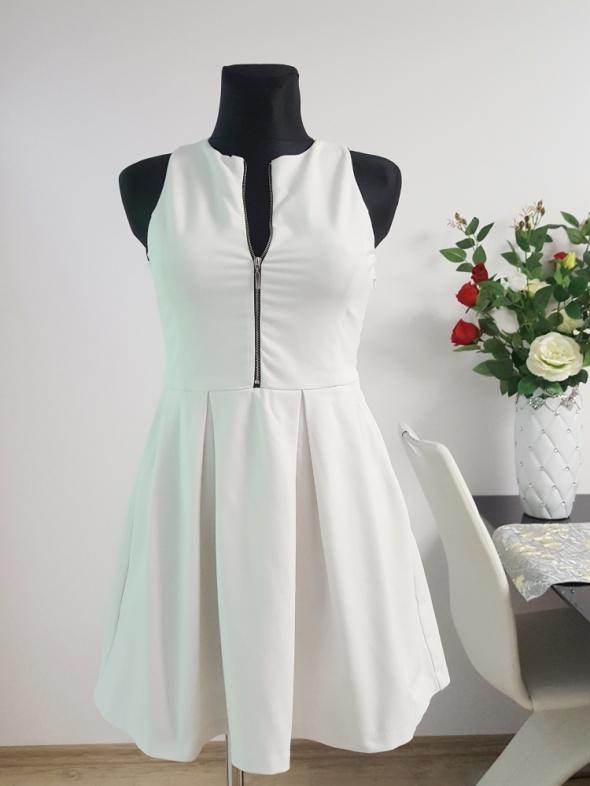 biała sukienka z zamkiem Zara...