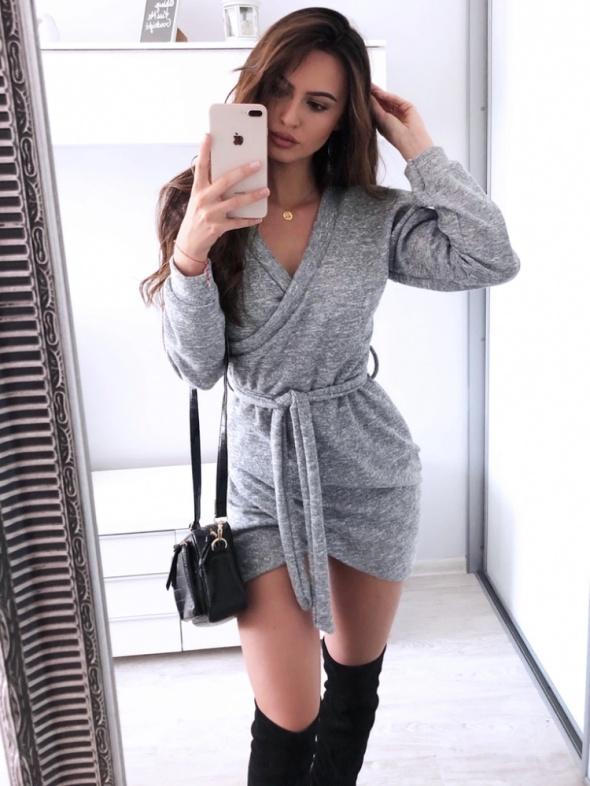Sukienka sweterkowa przekładana kopertowa mini rozmiar SM