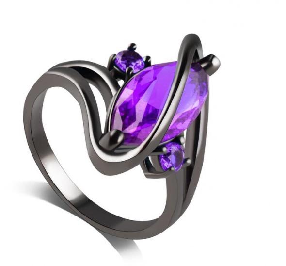Nowy czarny pierścionek duża ozdoba cyrkonia fioletowa retro goth