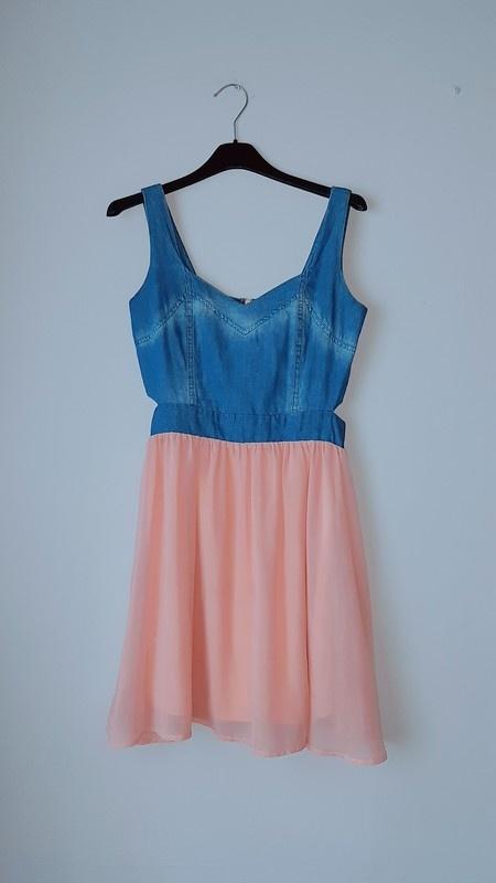 Sukienka z wycięciami...