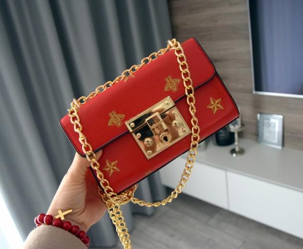 Torebka elegancka mini na złotym łańcuszku kuferek czerwona czarna Gucci