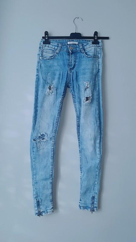 Idealne spodnie rurki z dziurami