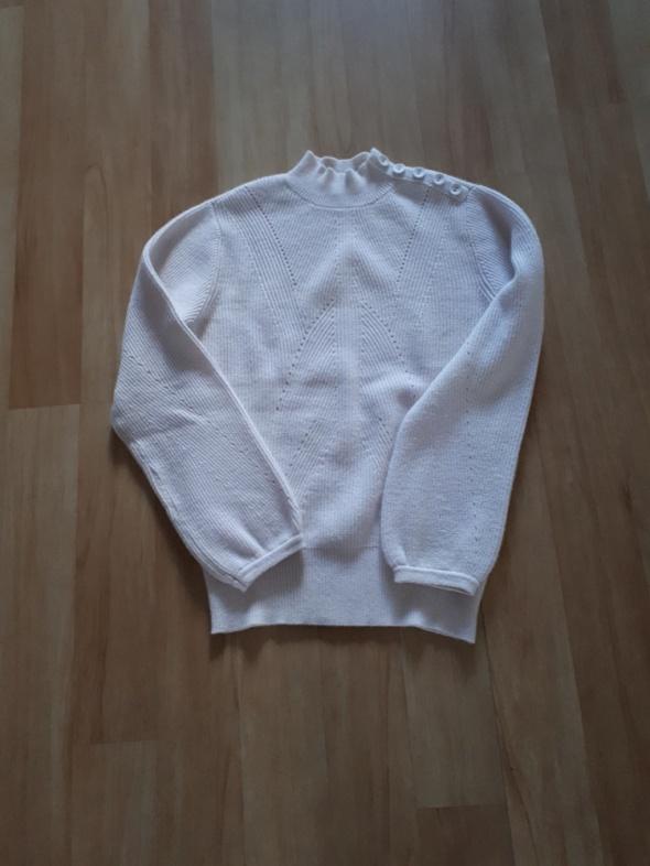 Beżowy sweterek Orsay