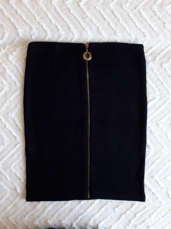 Czarna elegancka spódniczka Mohito