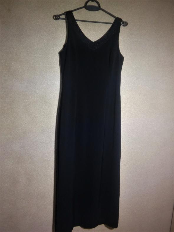 Czarna elegancka maxi suknia z ozdobnym dekoltem