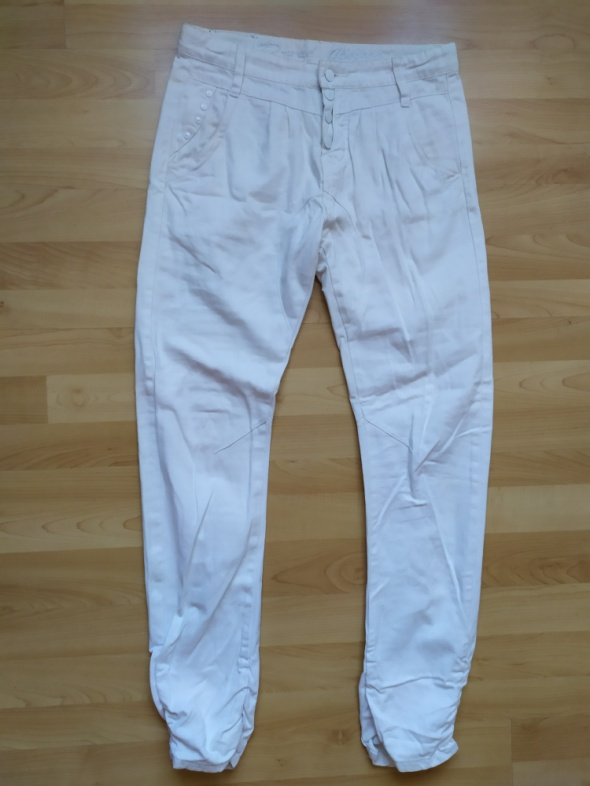 Białe spodnie jeansy rurki marszczone rozm 38 D XEL...