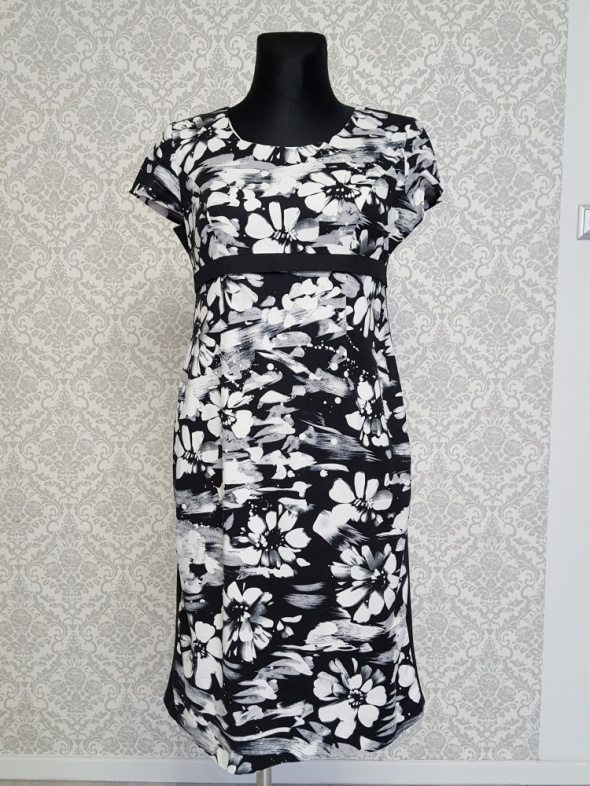 czarno biała sukienka w kwiaty Sabina