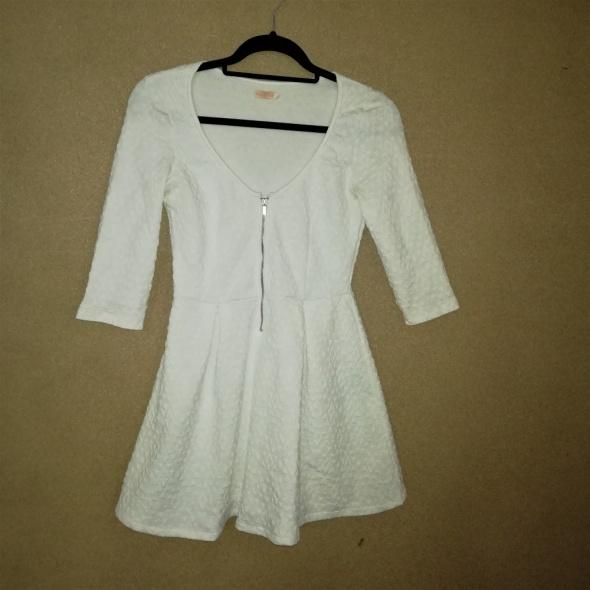 Bershka Biała rozkloszowana sukienka 36