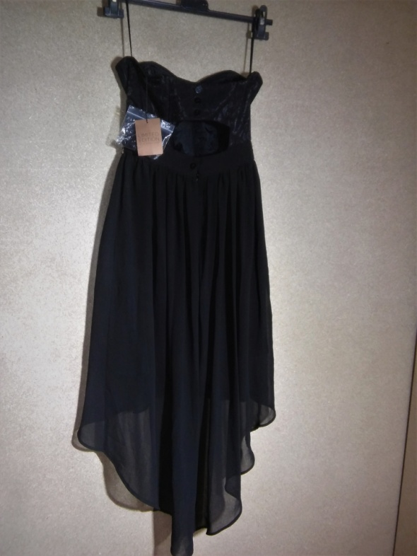 Czarna zwiewna sukienka asymetryczna z koronką 36
