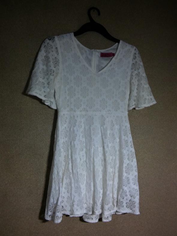 Biała koronkowa rozkloszowana sukienaka 40 BooHo