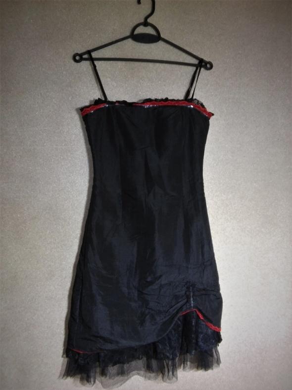 Czarna sukienka midi z koronkowo tiulowa podszewką