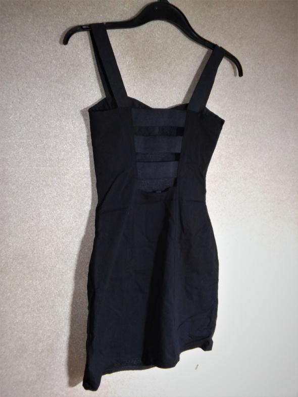 Mała czarna elegancka elastyczna sukienka ołówko