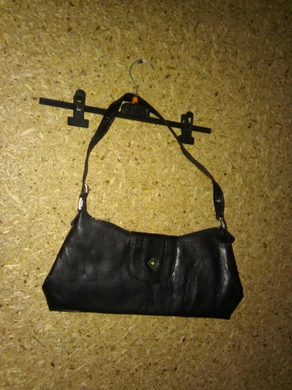 Mała czarna torebka do ręki