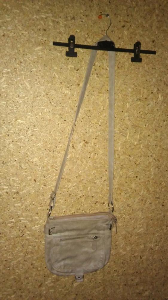 Szara mała torebka listonoszka