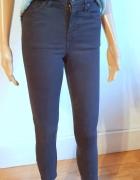Czarne spodnie rurki r około XS...