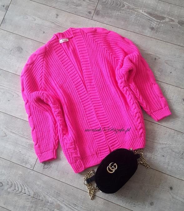 NEON różowy sweterek kardigan...