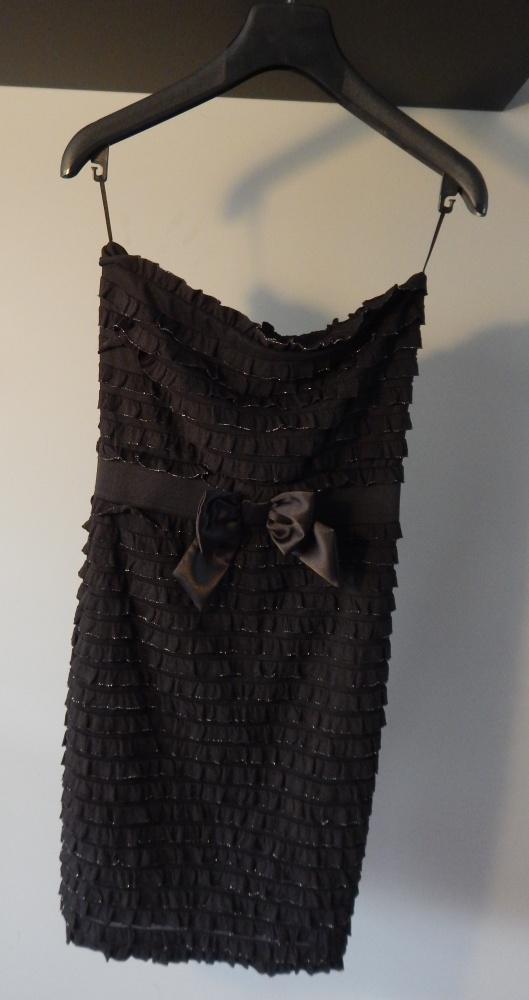 Czarna sukienka ze srebrną nitką