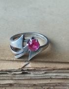 WarMet srebrny stary pierścionek z rubinkiem