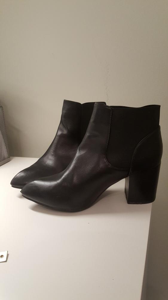 czarne jesienne botki na obcasie