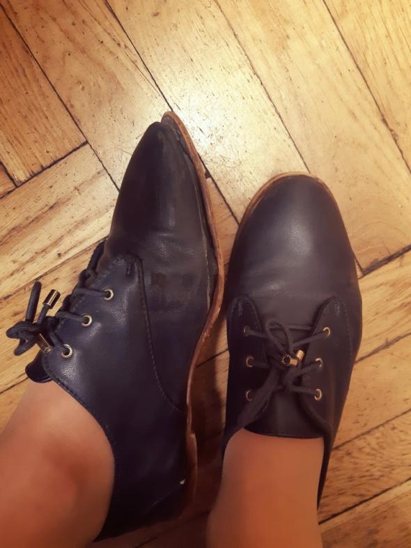 Używane buty oxfordy zara