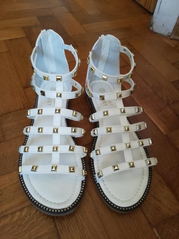 Białe sandałki jak nowe roz 38...