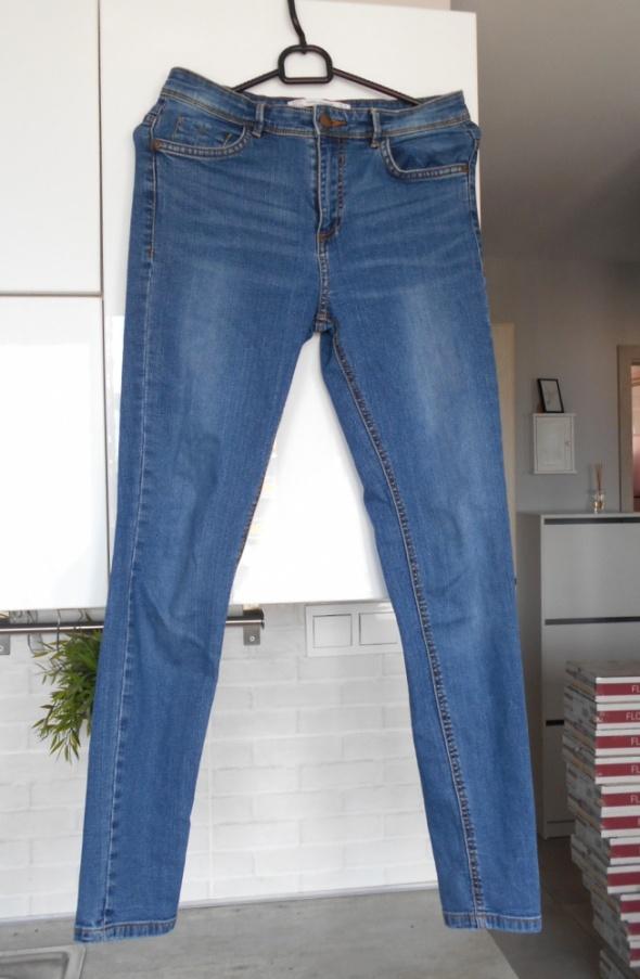 Spodnie Zara klasyczne jeansy rurki jeans minimalizm skinny