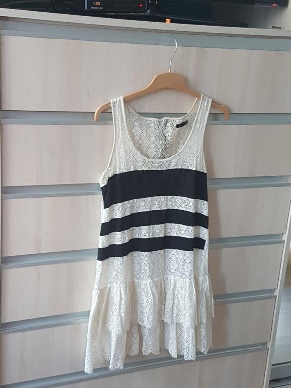 biała koronkowa letnia sukienka...