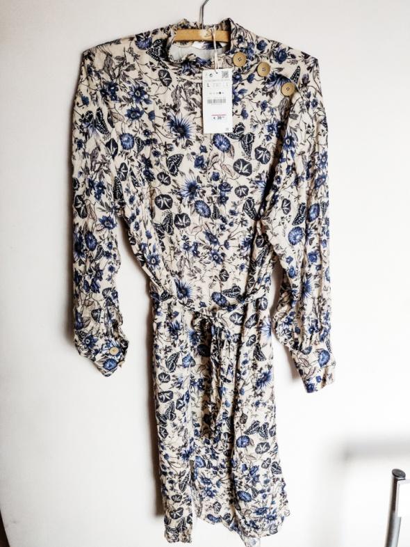 Suknie i sukienki Sukienka w kwiaty ze stójką Zara M