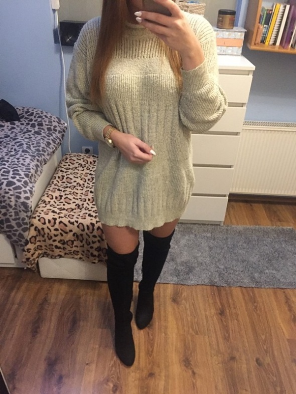 Dłuższy sweter półgolf L