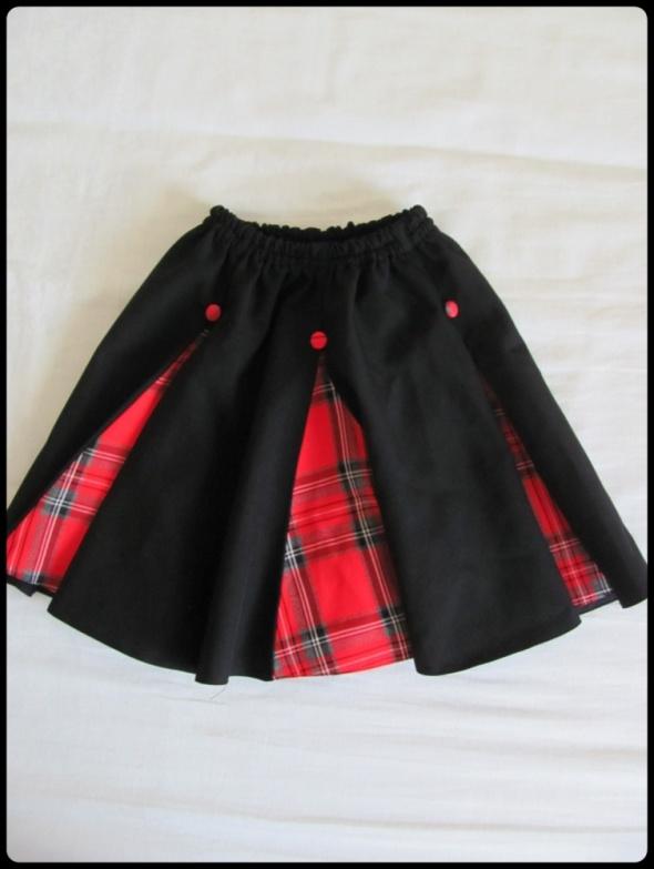 Spódnica dla dziewczynki kolor czarny i czerwona krata 140