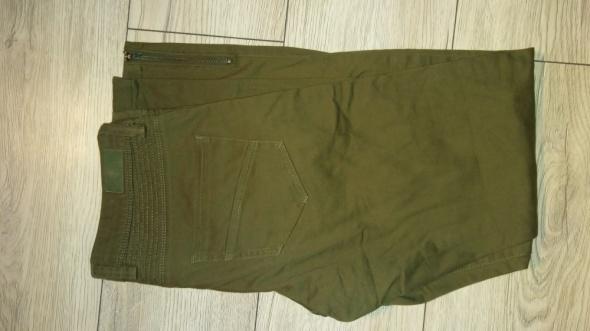 Spodnie rurki khaki...