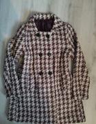 Modny płaszcz w pepitke