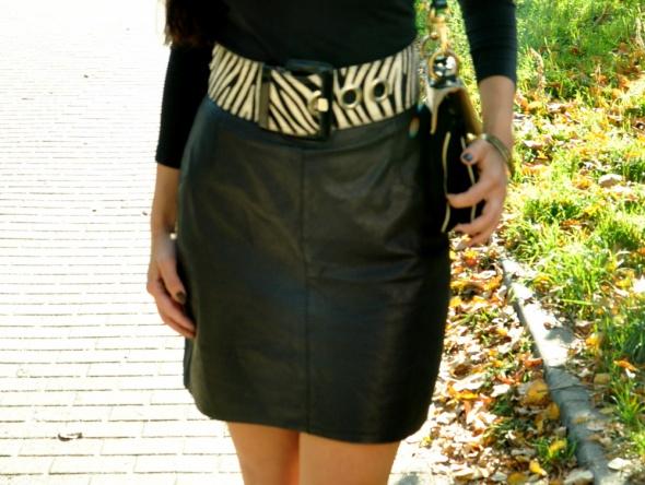 Spódnice czarna skórzana spódnica z paskiem