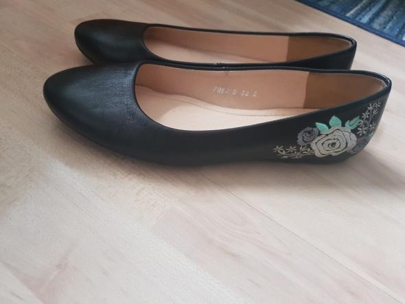 Czarne balerinki z kwiatami Baldaccini 38...