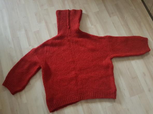 Sweter golf z domieszką wełny...