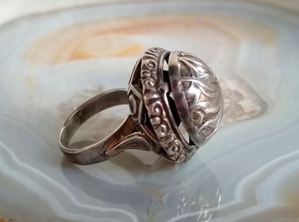 Pierścionki Stary srebrny pierścionek kopuła szarotki