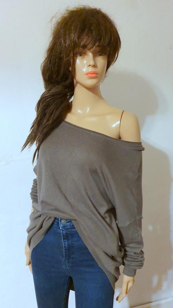 Sweterek nietoperz zapinany na plecach r M...