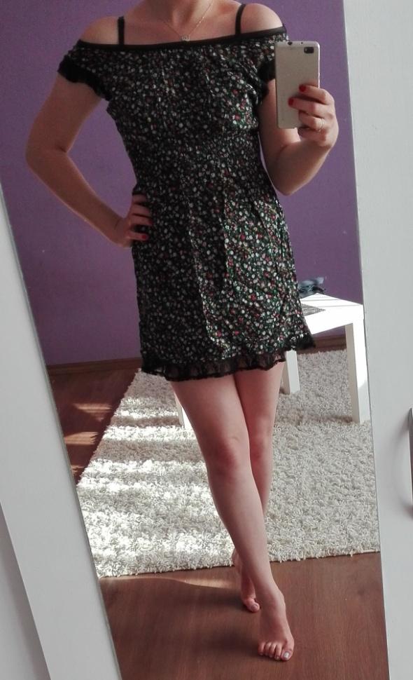 krótka sukienka XS w kwiaty koronka
