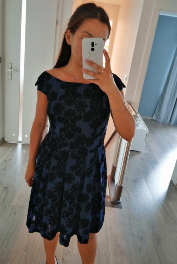 Suknie i sukienki granatowa rozkloszowana sukienka w kwiaty